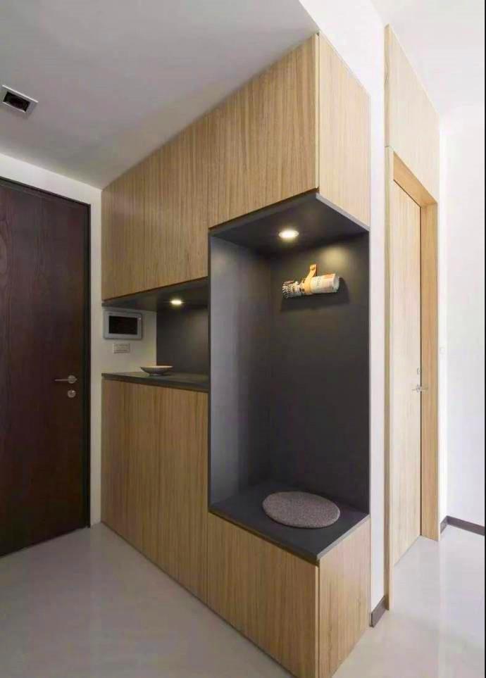 玄关处的封闭式衣柜设计,美观又实用